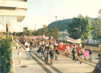 Az első felvonulás 1997-ben, a Mások címlapjáról (Háttér Archívum)