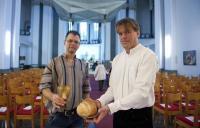 Nobert Reichers és Christoph Schmidt a misére készülődve
