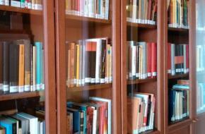 Könyvek a Háttér Archívumban