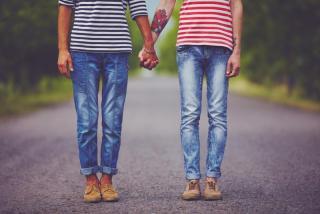 Bíróság: a magyar államnak is el kell ismernie a külföldi melegházasságokat bejegyzett élettársi kapcsolatként