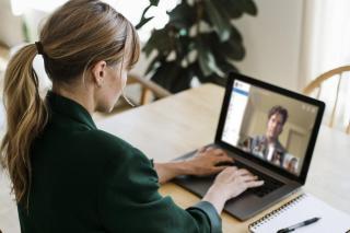 Mit tehet a munkaadó? Beszámoló a COVID-19 hatásáról a nők, LMBTQI emberek, romák és fogyatékossággal élők helyzetére