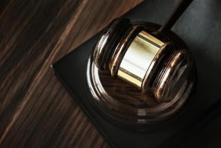 A Kúria megerősítette az EBH döntését: jogsértő a szivárványcsaládok rejtegetése