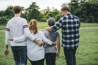 LMBTQI gyerek a családban: A reparatív terápiától az elfogadásig