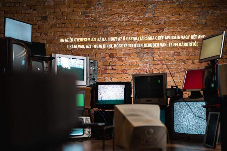 Cenzúrázná a tévében a szivárványcsaládokat a Médiahatóság