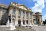 A Debreceni Egyetem főépülete (forrás: Wikipedia)